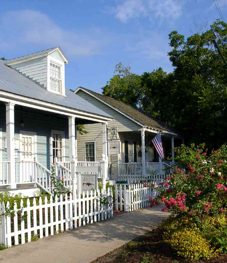 Pensacola:-Seville-Historic-District:-Estate-Jewelry_01.jpg:  porch, victorian cottage, gulf coast cottage, dormer, picket fence, antique dealer, jewlery dealer,